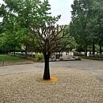 Gedenkmonument op kruising van wandelpaden begraafplaats Ridderkerk